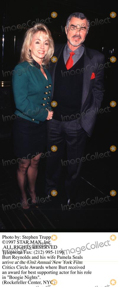 Burt Reynolds Photo - Photo by Stephen TruppSTAR MAX Inc - copyright 1998Burt Reynolds and wife