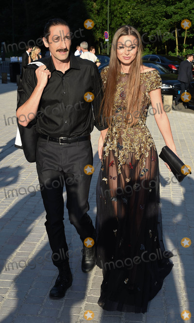 ADRIAN BRODY Photo - Photo by KGC-195starmaxinccomSTAR MAX2016ALL RIGHTS RESERVEDTelephoneFax (212) 995-11966716Adrian Brody and Lara Leito at The Louis Vuitton Art Of Giving Love Ball at Paris Fashion week