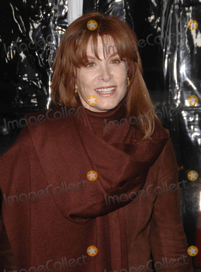 Stephanie Powers Photo - Photo by Michael Germanastarmaxinccom200912809Stephanie Powers at the premiere of Crazy Heart(Los Angeles CA)