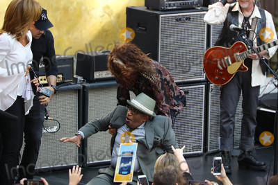 Al Roker Photo - Photo by John NacionstarmaxinccomSTAR MAX2018ALL RIGHTS RESERVEDTelephoneFax (212) 995-119681518Aerosmith (Steven Tyler Joe Perry Brad Whitford and Joey Kramer) performs with Al Roker on NBCs Today in New York City