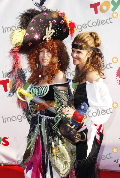 Jamie Lee Curtis Photo - Photo by Michael Germanastarmaxinccom2006102806Jamie Lee Curtis and Maria Shriver at the 13th Annual Dream Halloween  Benefit(Santa Monica CA)