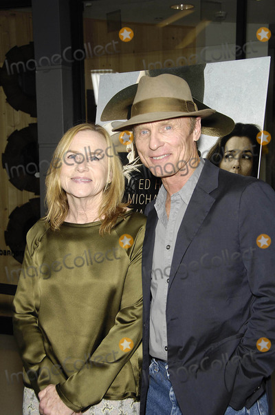 Amy Madigan Photo - Photo by Michael GermanastarmaxinccomSTAR MAX2014ALL RIGHTS RESERVEDTelephoneFax (212) 995-119682114Amy Madigan and Ed Harris at the premiere of Frontera(Los Angeles CA)