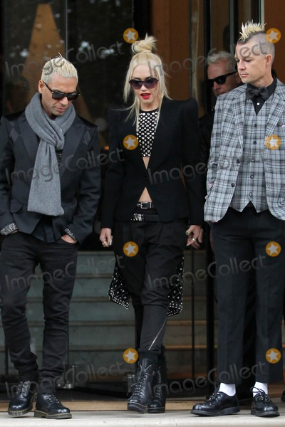 No Doubt Photo - Photo by KGC-102starmaxinccomSTAR MAX2012ALL RIGHTS RESERVEDTelephoneFax (212) 995-119692612Gwen Stefani with members of No Doubt out and about(London England)US syndication only