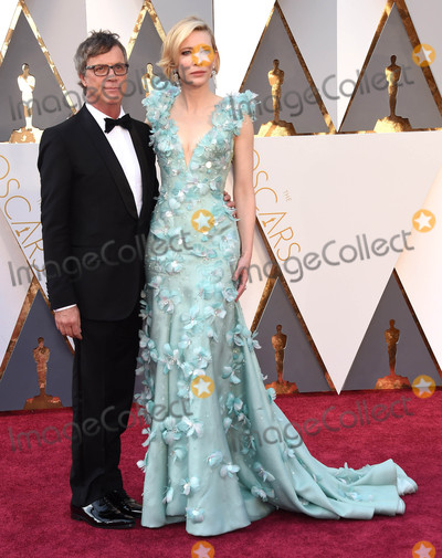 Todd Haynes Photo - Photo by KGC-11starmaxinccomSTAR MAXCopyright 2016ALL RIGHTS RESERVEDTelephoneFax (212) 995-119622816Todd Haynes and Cate Blanchett at the 88th Annual Academy Awards (Oscars)(Hollywood CA USA)