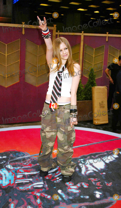 Avril Lavigne Photo - Photo by Stephen TruppSTAR MAX Inc - copyright 200282902Avril Lavigne at the MTV Video Music Awards(NYC)