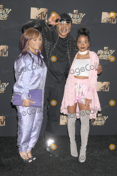 Nina Simone Photo - Photo by GalaxystarmaxinccomSTAR MAX2017ALL RIGHTS RESERVEDTelephoneFax (212) 995-11965717Simone Smith LL Cool J and Nina Simone Smith at The 2017 MTV Movie And TV Awards in Los Angeles CA