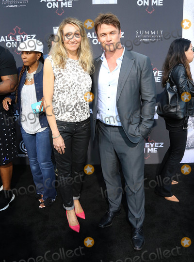 LUKE HEMSWORTH Photo - Photo by gotpapstarmaxinccomSTAR MAX2017ALL RIGHTS RESERVEDTelephoneFax (212) 995-119661417Luke Hemsworth at the premiere of All Eyez On Me in Los Angeles CA