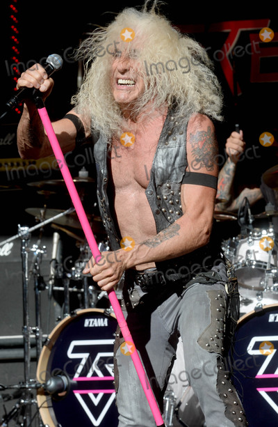Dee Snider Photo - Photo by Dennis Van TinestarmaxinccomSTAR MAX2016ALL RIGHTS RESERVEDTelephoneFax (212) 995-11969216Dee Snider of Twisted Sister performs on Fox and Friends(NYC)