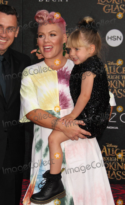 Carey Hart Photo - Photo by REWestcomstarmaxinccomSTAR MAX2016ALL RIGHTS RESERVEDTelephoneFax (212) 995-119652316Pink Carey Hart and Willow Sage Hart at the premiere of Alice Through The Looking Glass(Los Angeles CA)