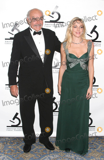 Sean Connery Photo - Photo by Mitch Gerberstarmaxinccom2004111504Sean Connery and Claudia Gerini at the American-Italian Cancer Foundation Benefit(NYC)