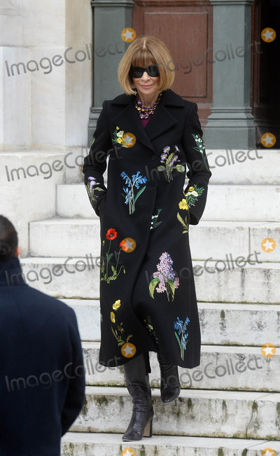 Anna Wintour Photo - Photo by KGC102-195starmaxinccomSTAR MAX2016ALL RIGHTS RESERVEDTelephoneFax (212) 995-11963716Anna Wintour is seen in Paris France