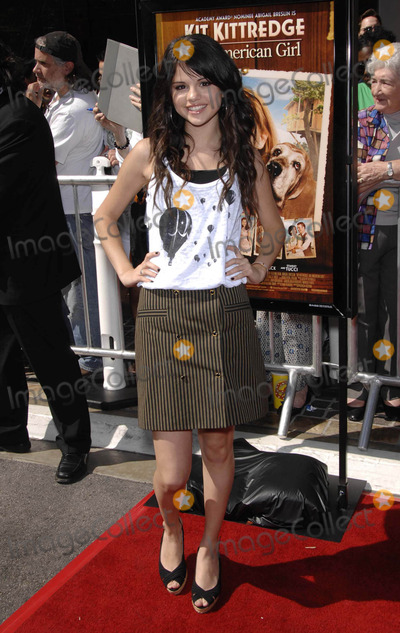 Selena Gomez Photo - Photo by Michael Germanastarmaxinccom200861408Selena Gomez at the premiere of Kit Kittredge An American Girl(Los Angeles CA)