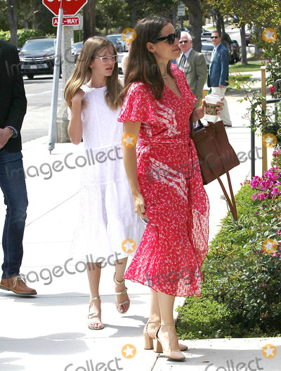 Jennifer Garner Photo - Photo by SMXRFstarmaxinccomSTAR MAX2019ALL RIGHTS RESERVEDTelephoneFax (212) 995-119642119Jennifer Garner and Violet Affleck are seen in Los Angeles CA