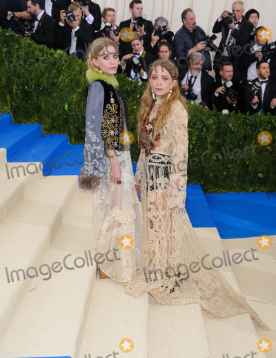 Ashley Olsen Photo - Photo by ESBPstarmaxinccomSTAR MAXCopyright 2017ALL RIGHTS RESERVEDTelephoneFax (212) 995-11965117Ashley Olsen and Mary-Kate Olsen at the 2017 Costume Institute Gala - Rei KawakuboComme des Garcons Art Of The In-Between(Metropolitan Museum of Art NYC)