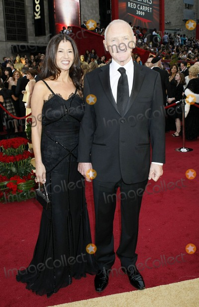 Stella Arroyave Photo - Photo by NPXstarmaxinccom200922209Anthony Hopkins and Stella Arroyave at the 81st Academy Awards (Oscars)(Hollywood CA)Not for syndication in France