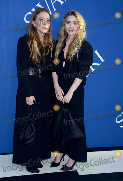 Ashley Olsen Photo - Photo by Dennis Van TinestarmaxinccomSTAR MAX2018ALL RIGHTS RESERVEDTelephoneFax (212) 995-11966418Mary-Kate Olsen and Ashley Olsen at the 2018 CFDA Fashion Awards at the Brooklyn Museum in Brooklyn New York