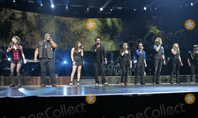 Aaron Kelly Photo - Siobhan Magnus Michael Lynch Katie Stevens Lee DeWyze Crystal Bowersox Aaron Kelly Casey James Didi Benami and Andrew Garcia (L-R) perform in concert as part of the American Idol 2010 tour at the BankAtlantic Center in Sunrise FL 8310