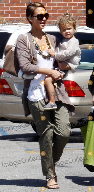 The Killers Photo - Actress Jessica Alba carries 2-year-old daughter Honor Marie back to her car while out with a friend for some shopping  Jessica took a moment to look adoringly at her little one before putting her in the Yukon Hybrid SUV  Alba who has a string of films coming out in 2010 including The Killer Inside Me Machete and Little Fockers donned trendy pleated and cuffed green trousers a chunky necklace and zebra patterned sandals  Los Angeles CA 080310