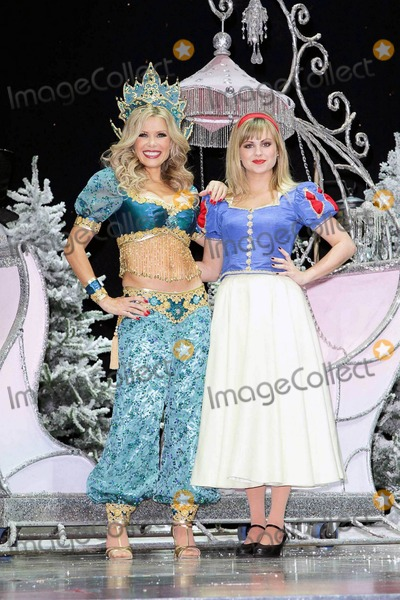 Tina OBrien Photo - Tina OBrien and Melinda Messenger at the First Family Entertainment Pantomime photocall at the Piccadilly Theatre in London UK 112610