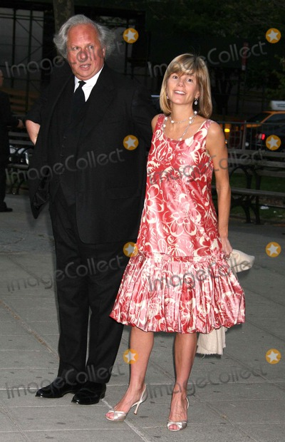 Anna Scott Carter Photo - Graydon Carter and Wife Anna Scott Carter Arriving at the Vanity Fair Party to Celebrate the 7th Annual Tribeca Film Festival at the State Supreme Courthouse in New York City on 04-22-2008 Photo by Henry McgeeGlobe Photos Inc 2008