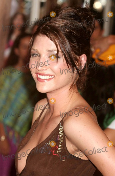 ANNE MARKLEY Photo - Ann Markley (americas Next Top Model) Arriving at the Premiere of Bad News Bears at the Ziegfeld Theatre in New York City on 07-18-2005 Photo by Henry McgeeGlobe Photos Inc 2005