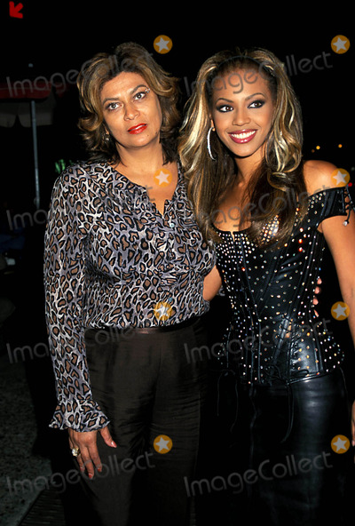 Beyonce Photo - Sd0907 Tommy Mottolas After Party For the Vmas at Moomba in New York City Beyonce Knowles and Mother Tina Knowles Photo Byhenry McgeeGlobe Photos Inc