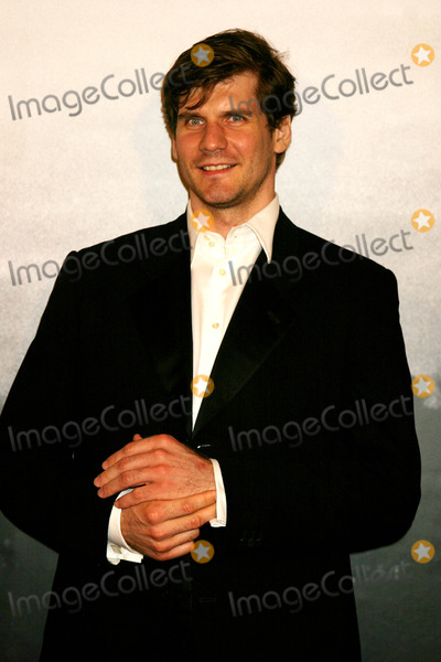 Alexei Yashin Photo - Alexei Yashin Arriving at Cartier Santos Night to Celebrate the 100 Year Anniversary of the Cartier Santos Watch at the Armory in New York City on May 25 2004 Photo by Henry McgeeGlobe Photos Inc 2004