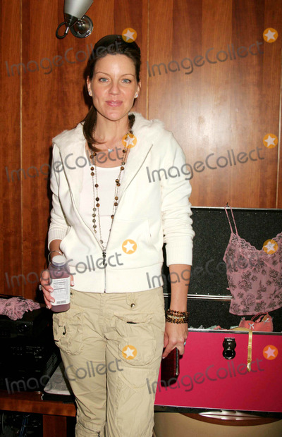 Andrea Parker Photo - ANDREA PARKER WITH BORBA SKIN BALANCE WATER AT THE BROADCAST SUITE-DAY TWO PRESENTED BY W MAGAZINE  THINK PR TO CELEBRATE TELEVISIONS NEW FALL SEASON AT LE PARKER MERIDIEN IN NEW YORK CITY ON 05-17-2005  PHOTO BY HENRY McGEEGLOBE PHOTOS INC 2005K43325HMCEXCLUSIVE