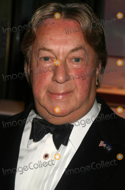 Arnold Scaasi Photo - Arnold Scaasi Arriving at the Publication Launch of American Style by Kelly Killoren Bensimon at the Cartier Mansion in New York City on November 3 2004 Photo by Henry McgeeGlobe Photos Inc 2004