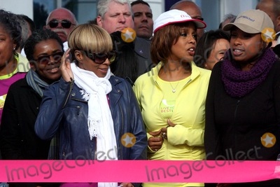 Tracy Chapman Photo - TRACY CHAPMAN MARY J BLIGE and GAYLE KING and JENNIFER HUDSON at start lineribbon cutting festivities at Live Your Best Life Charity Walk to celebrate the 10th Anniversary of O The Oprah Magazine at The Intrepid Welcome Center in New York City on 05-09-2010  Photo by Henry McGee-Globe Photos Inc 2010K64754HMc