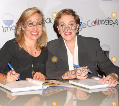 Emma Walton Hamilton Photo - New York NY 10-08-2009Julie Andrews and co-authordaughter Emma Walton Hamilton signing their book JULIE ANDREWS COLLECTION OF POEMS SONGS AND LULLABIES at Macys Herald SquareDigital photo by Lane Ericcson-PHOTOlinknet