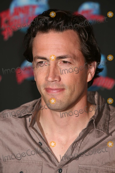 Andrew Shue Photo - New York NY  5-18-2007Andrew Shue at Planet Hollywood Times Square to promote his role in the upcoming film GracieDigital photo by Lane Ericcson-PHOTOlinknet