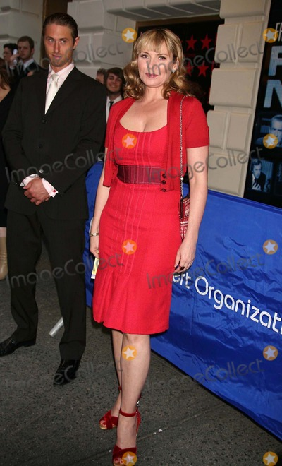 Alan Wyse Photo - Kim Cattrall (Boyfriend Alan Wyse Behind Her) Arriving at the Opening Night Performance For Frostnixon at the Bernard B Jacobs Theatre in New York City on 04-22-2007 Photo by Henry McgeeGlobe Photos Inc 2007
