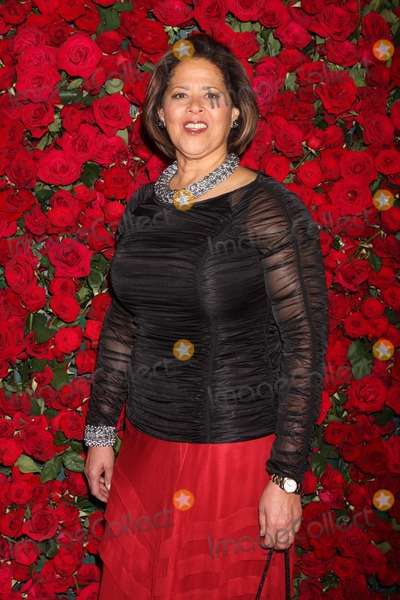Anna  DEAVERE Smith Photo - Anna Deavere Smith Arriving at the Museum of Modern Art Film Benefit a Tribute to Pedro Almodovar at Moma in New York City on 11-15-2011 Photo by Henry Mcgee-Globe Photos Inc 2011