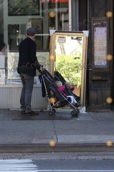Jane Hawking Photo - Ethan Hawke daughter7551JPGNYC  101010EXCLUSIVE Ethan Hawke and daughter Clementine Jane Hawke (2 years old) walking home from a playground in the West VillageEXCLUSIVE photo by Adam Nemser-PHOTOlinknet