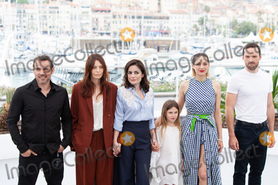 Marion Cotillard Photo - CANNES FRANCE - MAY 12 (L-R) Actor Stephane Rideau actress Amelie Daure director Vanessa Filho actress Ayline Aksoy-Etaix actress Marion Cotillard and actor Alban Lenoir attend the photocall for Angel Face (Gueule DAnge) during the 71st annual Cannes Film Festival at Palais des Festivals on May 12 2018 in Cannes France (Photo by Laurent KoffelImageCollectcom)