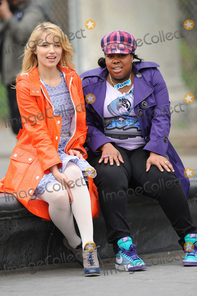 DIANNA ARGON Photo - Dianna Agron and Amber Riley tape final episode of Glee  2011 in Washington Square Park on April 29 2011 in New York City