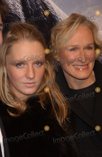 Annie Starke Photo - December 5 2005 New York City    ANNIE MAUDE STARKE GLEN CLOSE    Red Carpet arrivals for the premiere of Universal Pictures King Kong which took place at Loews E walk in Times Square