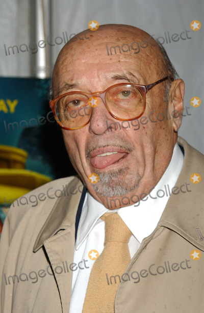 Ahmet Ertegun Photo - NEW YORK DECEMBER 9 2004    Ahmet Ertegun at the NYC premiere of The Life Aquatic with Steve Zissou at the Ziegfeld Theater