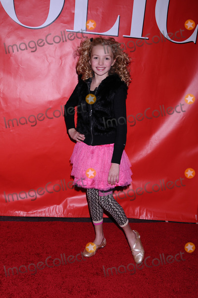 Peyton List Photo - Actress Peyton List arriving at the premiere of Confessions of a Shopaholic at the Ziegfeld Theatre on February 5 2009 in New York City