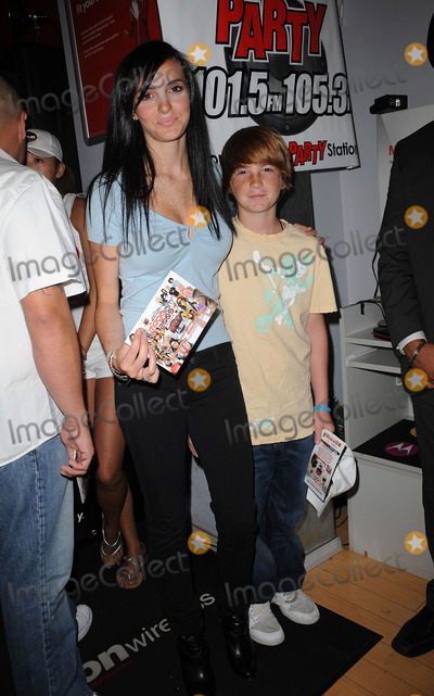 Ali Lohan Photo - Cody Lohan and Ali Lohan at the Blackberry Brick Breaker contest announcement event at the Z-Com wireless store on July 30 2009 in New York City