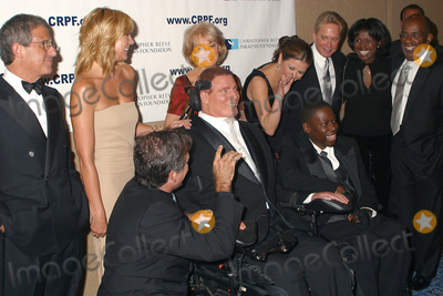 AL ROCKER Photo - 12th Annual Magical Birthday Bash to benefit the Christopher Reeve Paralysis Foundation at the Marriott Marquis Pictured are (L to R) Ron Meyer Kim Catrall Robin Williams Christopher Reeve Barbara Walters Catherine Zeta-Jones and Michael Douglas Deborah Roberts and husband Al Rocker New York September 25 2002