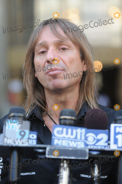 Alain Robert Photo - French stuntman Alain Robert aka Spiderman speaks at a press conference outside a Manhattan court