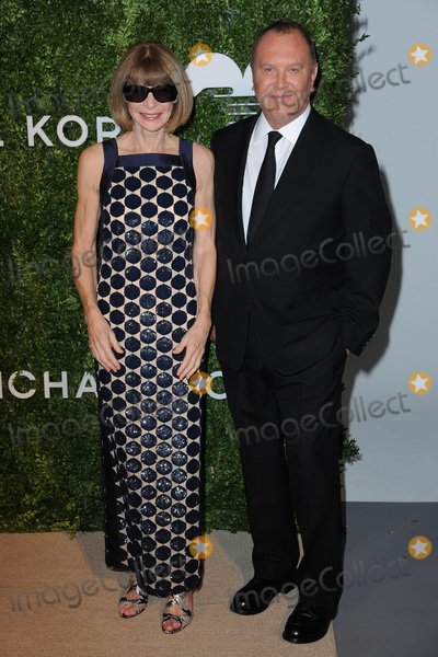 Anna Wintour Photo - October 17 2016  New York CityAnna Wintour  and Michael Kors attending the Gods Love We Deliver Golden Heart Awards on October 17 2016 in New York CityCredit Kristin CallahanACE PicturesTel 646 769 0430