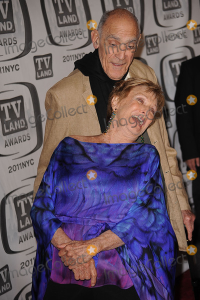 Abe Vigoda Photo - Cloris Leachman and Abe Vigoda attend the 9th Annual TV Land Awards at the Javits Center on April 10 2011 in New York City