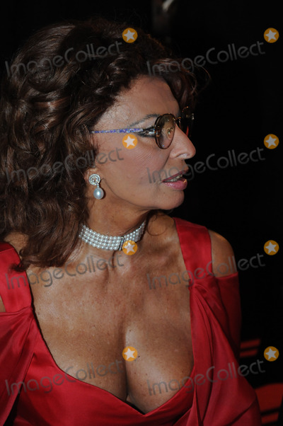 SOFIA LOREN Photo - Actress Sopia Loren was part of the jury to select the Queen of Carnival in the Spanish island of Tenerife