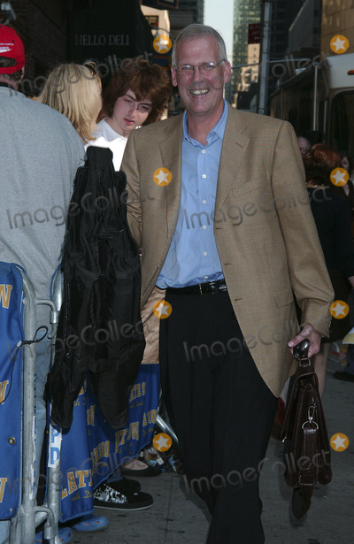 Tony Snow Photo - Tony Snow arrives at the Late Show with David Letterman at the Ed Sullivan Theater in New York City