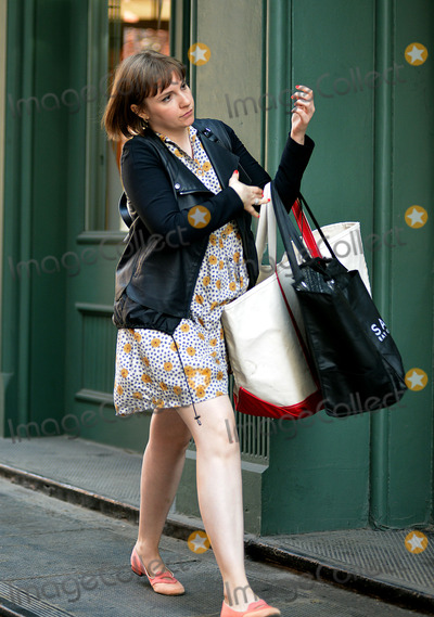 Lena Dunham Photo - April 14 2014 New York CityActress Lena Dunham arrived at Taylor Swifts apartment in Tribeca on April 14 2014 in New York City
