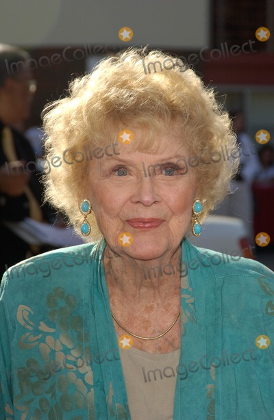 Gloria Stuart Photo - Actress GLORIA STUART at the world premiere in Los Angeles of The Stepford WivesJune 6 2004