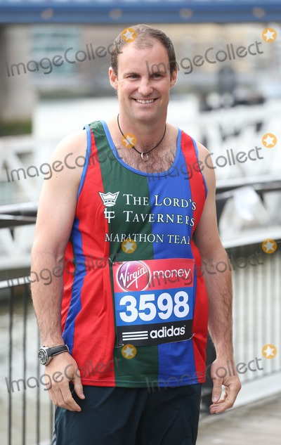 Andrew Strauss Photo - Andrew Strauss at the Virgin London Marathon - Celebrities photocallLondon 17042013 Picture by Henry Harris  Featureflash